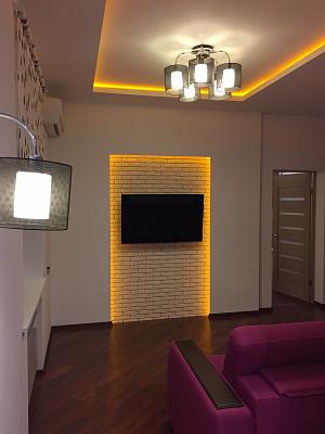 2-комнатная квартира посуточно в Днепре. Бабушкинский район, ул. В.Мономаха (Московская), 10. Фото 1