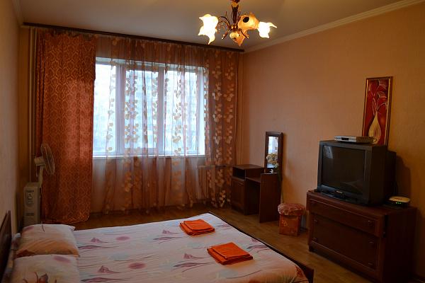 1-комнатная квартира посуточно в Киеве. Деснянский район, пр-т Владимира Маяковского, 32. Фото 1