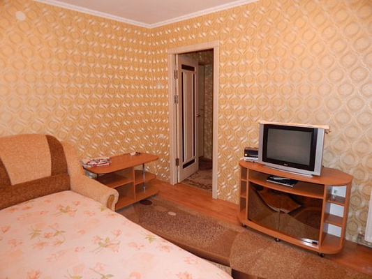 1-комнатная квартира посуточно в Новой Каховке. ул. Горького, 34. Фото 1