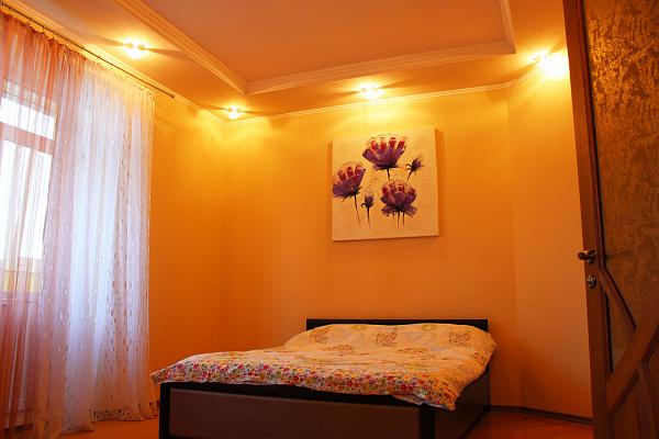 2-комнатная квартира посуточно в Ровно. ул. Гайдамацкая, 2Б. Фото 1
