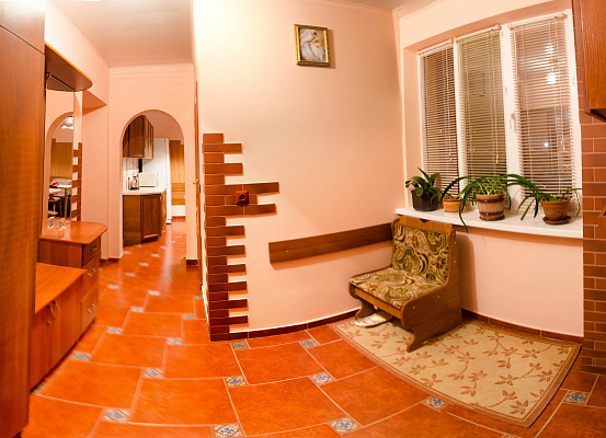 1-комнатная квартира посуточно в Львове. Железнодорожный район, ул. Скниловская, 57. Фото 1