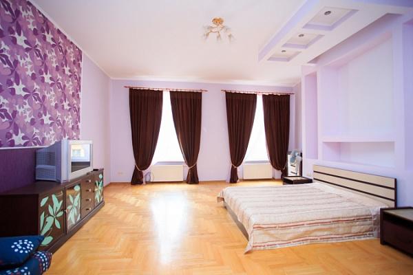 1-комнатная квартира посуточно в Львове. Галицкий район, пл. Соборная, 9. Фото 1