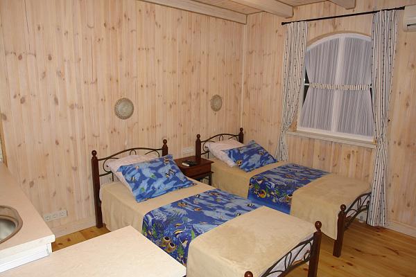 Мини-отель  посуточно в Ильичёвске. Пригород район, ул. 1 Мая, 12. Фото 1