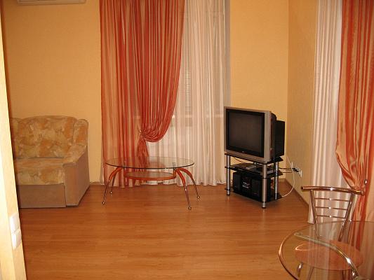 1-комнатная квартира посуточно в Днепропетровске. Бабушкинский район, ул. Воскресенская, 11. Фото 1