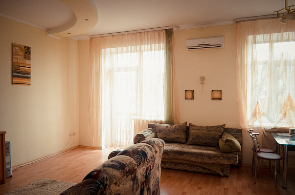 2-комнатная квартира посуточно в Чернигове. Деснянский район, пр-т Победы, 91. Фото 1