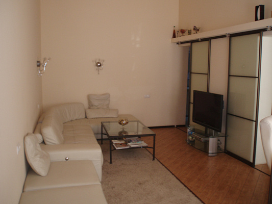 2-комнатная квартира посуточно в Одессе. Приморский район, Александровский пр./Бунина, 6. Фото 1