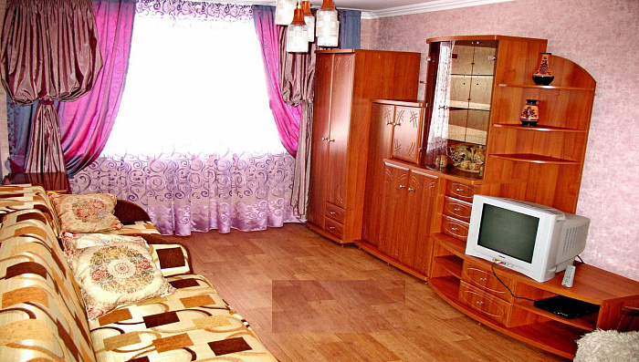 2-комнатная квартира посуточно в Сумах. Ковпаковский район, ул. Ремесленная, 10. Фото 1