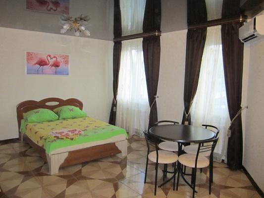 1-комнатная квартира посуточно в Симферополе. Киевский район, ул. Пролетарская, 9. Фото 1