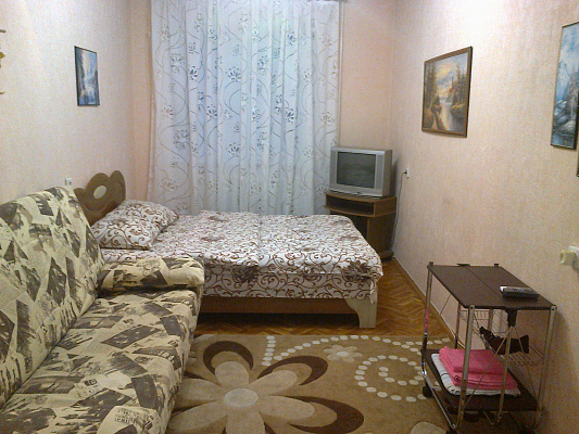 1-комнатная квартира посуточно в Севастополе. Гагаринский район, пр-т Октябрьской революции, 17. Фото 1