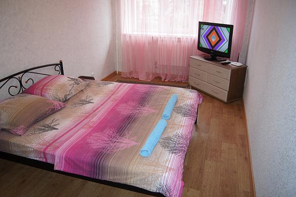 2-комнатная квартира посуточно в Житомире. ул. Михаила Грушевского, 78. Фото 1