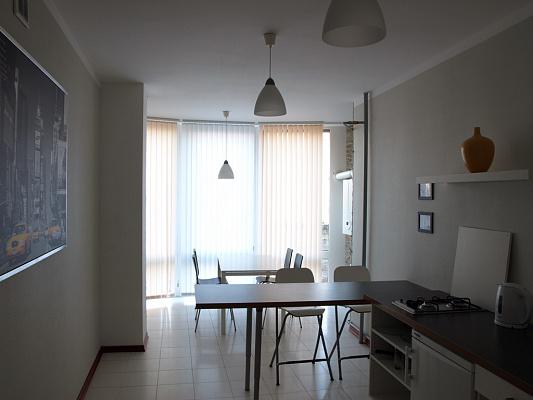 3-комнатная квартира посуточно в Одессе. Приморский район, ул. Новосельского, 15. Фото 1