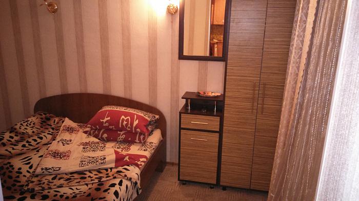 2-комнатная квартира посуточно в Новой Каховке. пр-т Победы , 19. Фото 1