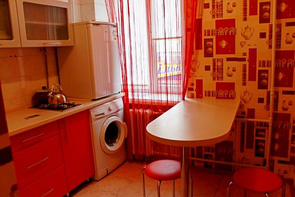 1-комнатная квартира посуточно в Черкассах. ул. Остафия Дашковича, 29. Фото 1