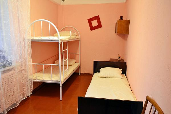 3-комнатная квартира посуточно в Севастополе. Ленинский район, ул. Маршала Геловани, 26. Фото 1